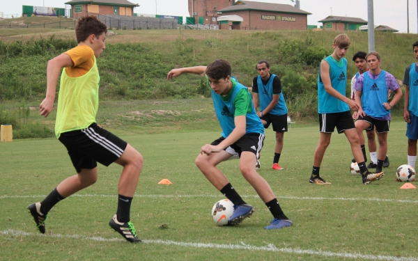 FILE PHOTO: Rising seniors Bradford Pittman (left) and River Meacham (right) work out during summer drills last year.