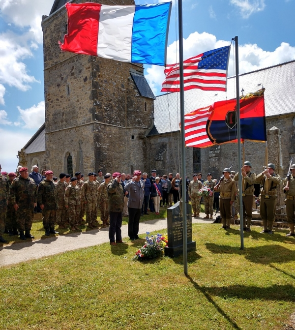 A German paratrooper, the only World War II veteran present at a ceremony in Hemevez, lays a wreath at the memorial the the seven paratroopers executed in Hemevez.