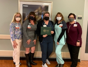 Left to right: Karen Robeano, DNP, R.N., chief nursing officer; Christie Shackleford, R.N, administrative director, cardiovascular services; Michaella Campbell, R.N., DAISY award winner; Angela Stone, R.N., nurse manager, cardiac specialty unit; and Deanna Kearns, R.N., administrative director, corporate education and professional development.