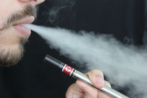 Doctors fighting to find cause of lung damage from vaping