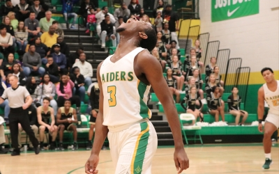 Late free throws, Sivels' 14 points help Raiders stay unbeaten
