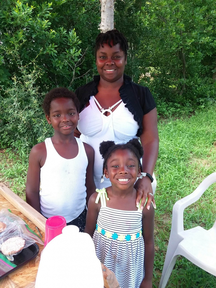 LeAdien Andrews, 8 year-old Dobbins Heights Entrepreneur, with his sister Leandria and mom, Laperria