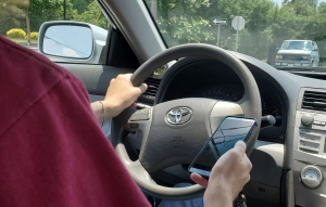 State lawmakers look to eliminate hand-held cellphone use by drivers