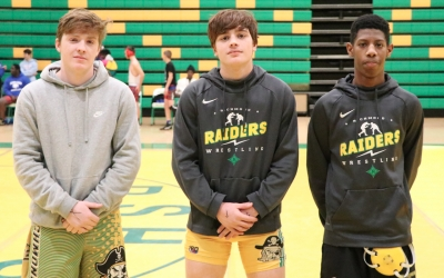 Raiders honor 3 wrestlers on senior night, Gallops goes 2-0